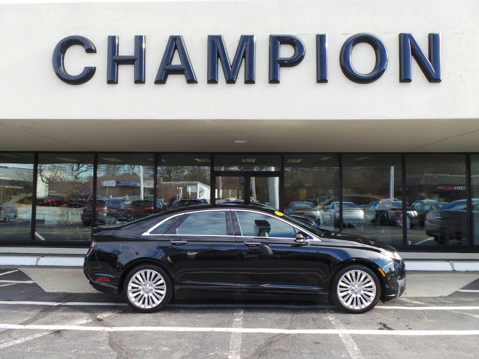 Pre-Owned 2016 LINCOLN MKZ